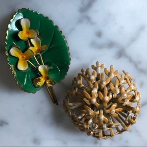 🔥 Set of 2 Vintage Flower Brooches